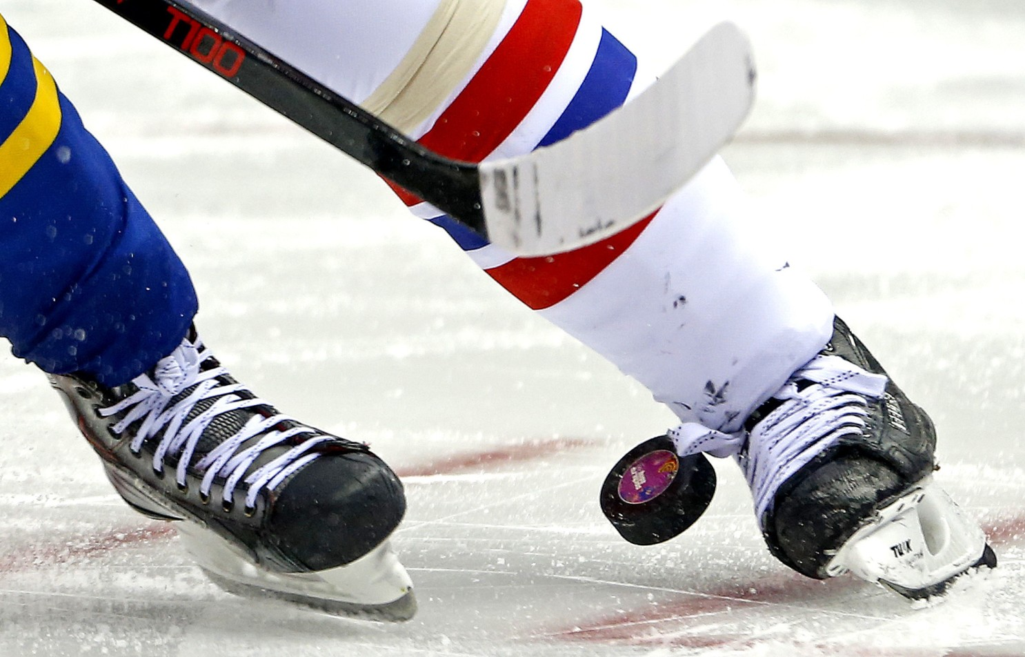 Coronavirus trounces both teams in ill-fated hockey game - Los Angeles Times